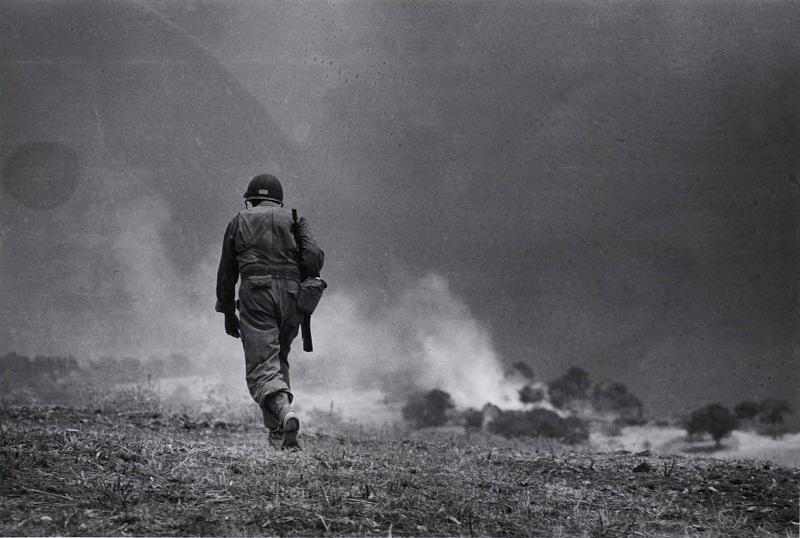 Soldato americano in perlustrazione nei dintorni di Troina, 4-5 agosto 1943  - Patrolling soldier  around Troina, August  4-5th  1943