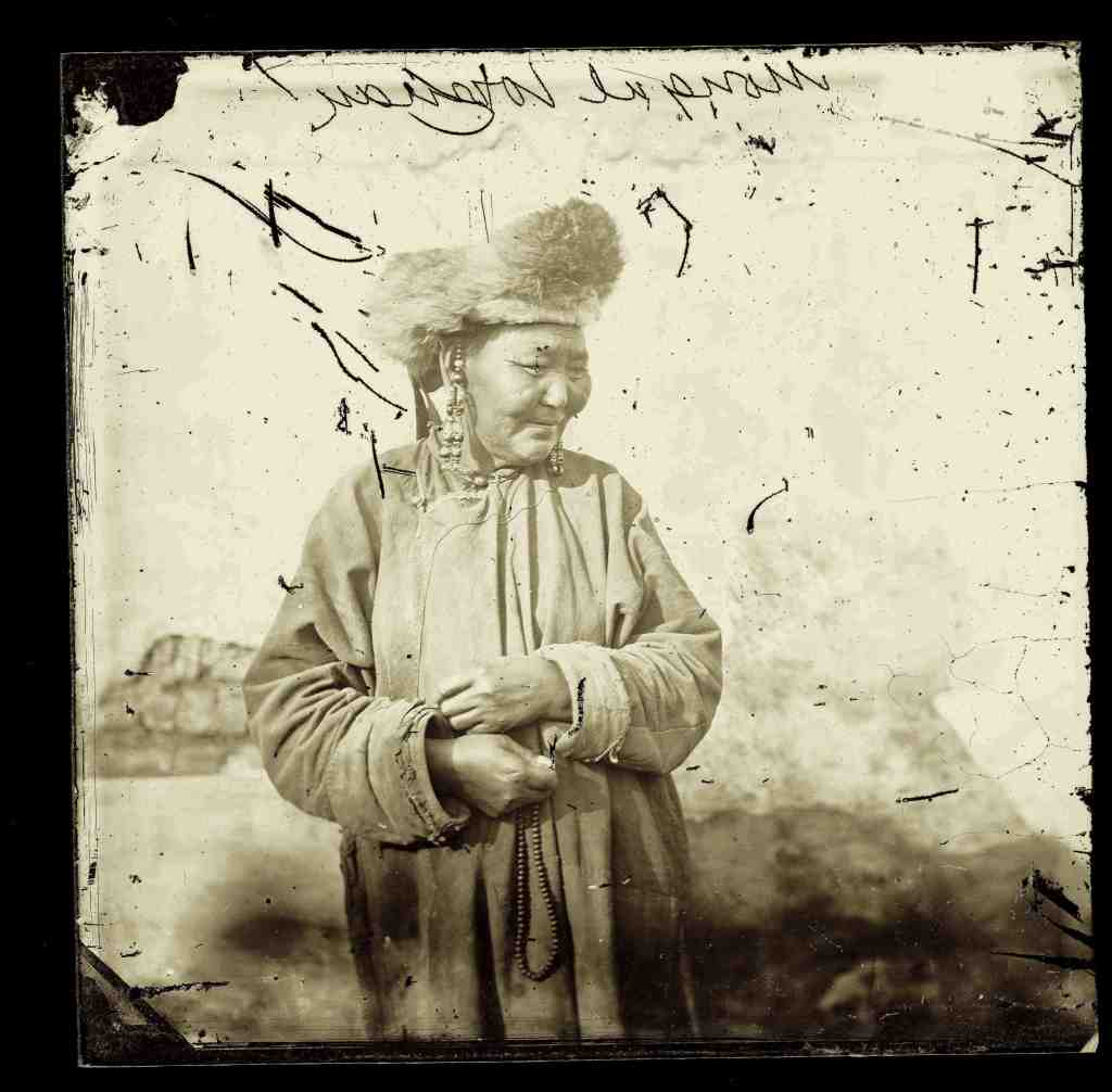 1871, Mongolian woman, China • Donna mongola, Cina
