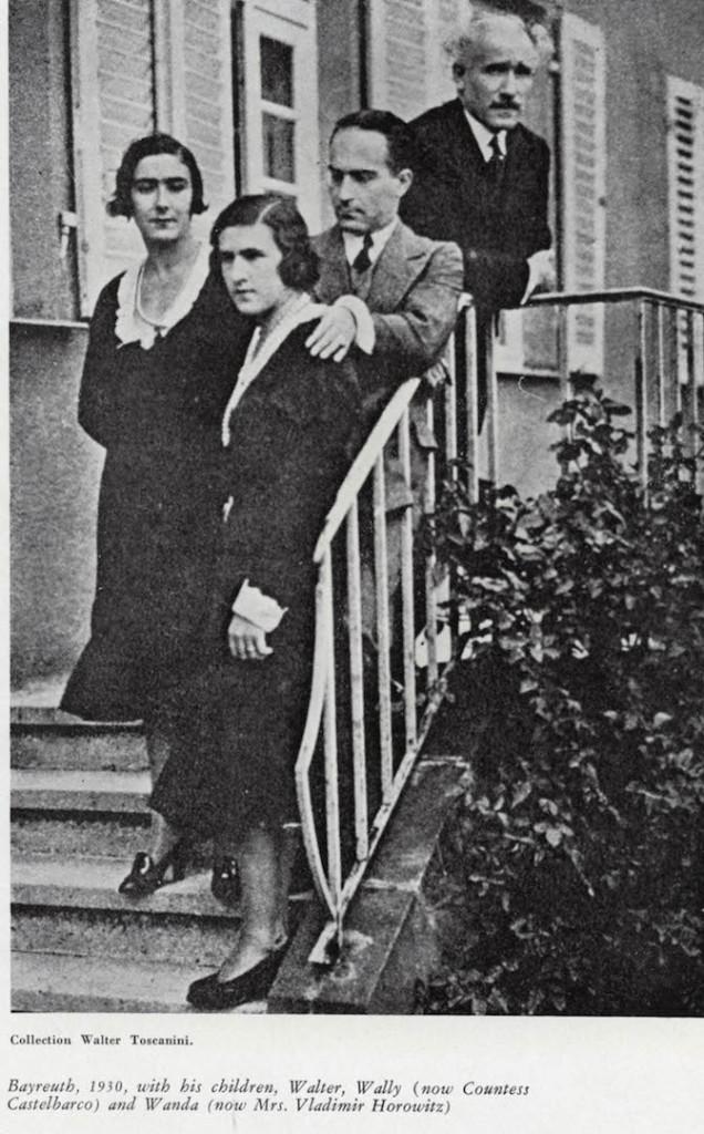 Bayreuth, 1930, con i figli Walter, Wally (ora contessa Castelbarco) e Wanda (ora moglie di Vladimir Horowitz).