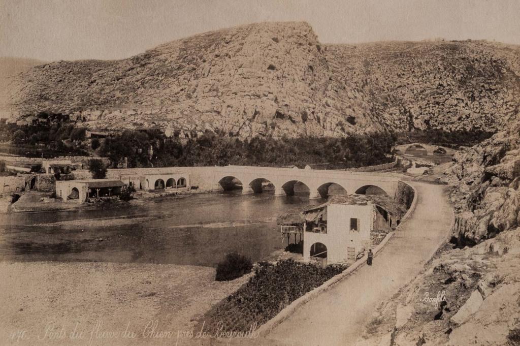 Ponts du fleuve du Chien près de Beyrouth
