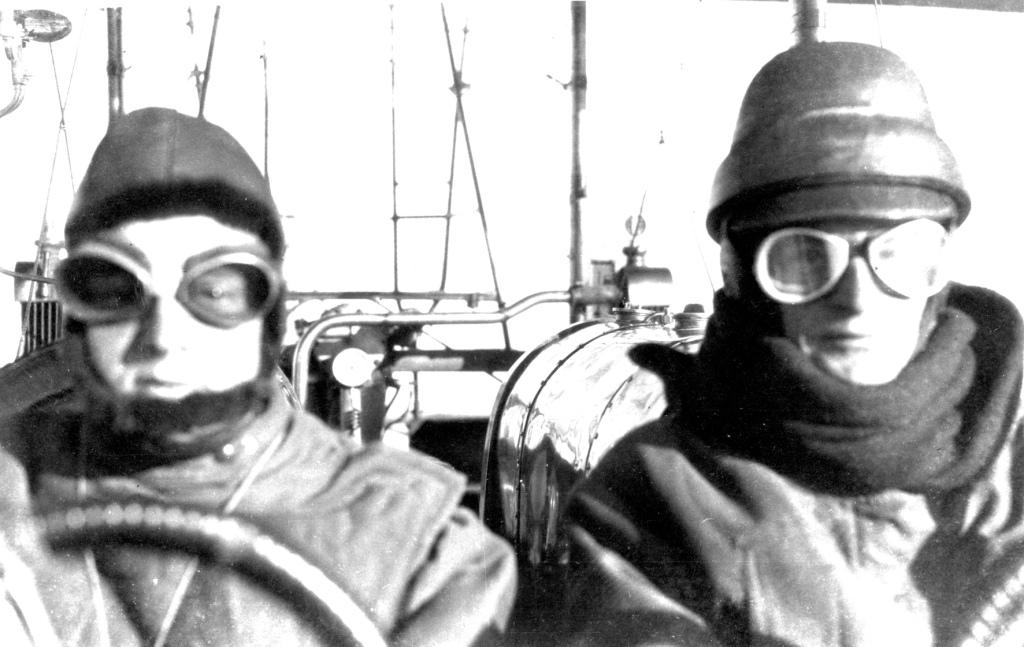 Piloti a bordo del bombardiere Caproni Ca.3