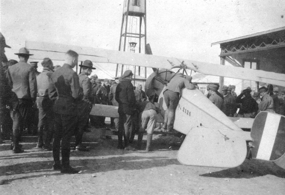 aereo Neiuport al Campo Sud con torre di controllo sullo sfondo