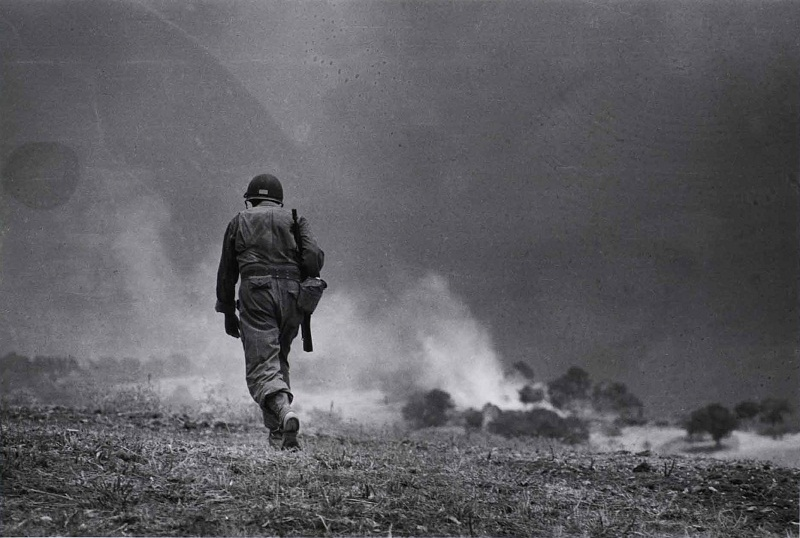 Soldato americano in perlustrazione nei dintorni di Troina, 4-5 agosto 1943  - Patrolling soldier  around Troina, August  4-5th  1943