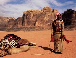 BREAK GIORDANIA ON A CAMEL? Jordan, Wadi Rum. Even the ships of the desert sometimes expect a mooring.