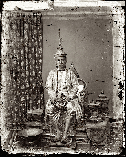 1866, The 1st King of Siam, Mongkut, in state robes, Bangkok, Siam • Mongkut, primo re del Siam in tenuta regale, Bangkok, Siam