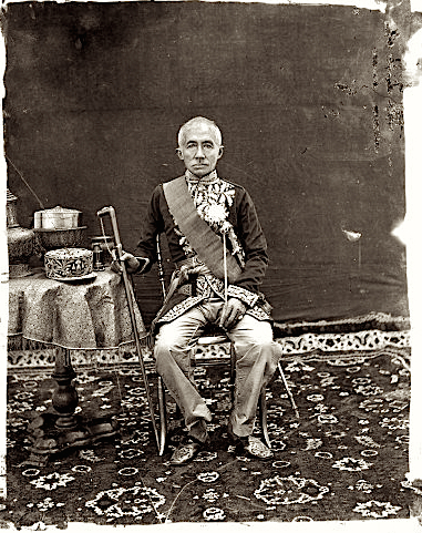 1865, The 1st King of Siam, Mongkut, in western style state robes, Bangkok, Siam • Mongkut, primo re del Siam in tenuta occidentale, Bangkok, Siam