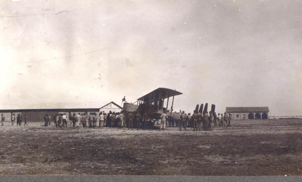 Caproni Ca 450 HP 4150 sulla pista del Campo Sud di Foggia