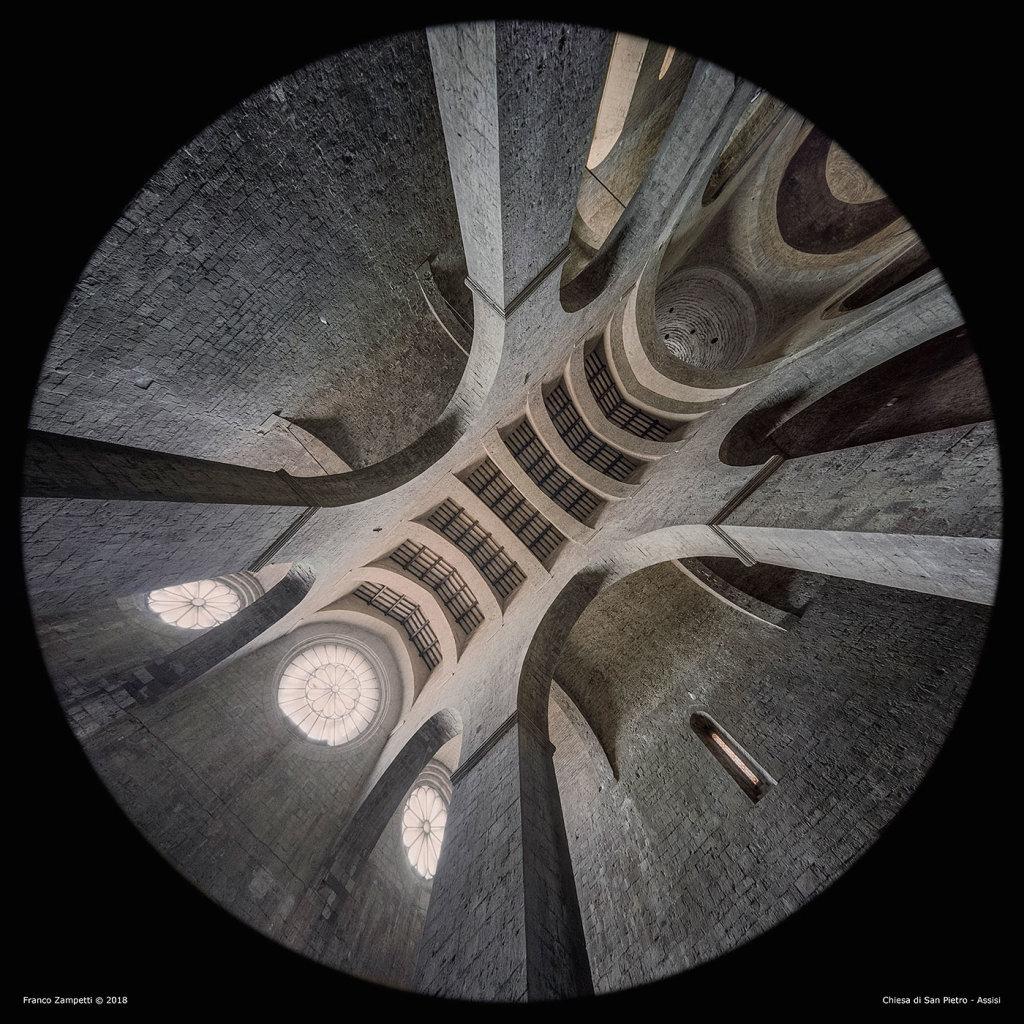 San-Pietro-Assisi-Controfacciata_barnum